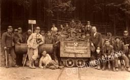 Belegschaft von Dohmann und Guenther vor dem Huettenstollen 1948-49